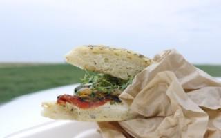 A Dakota Thyme style picnic