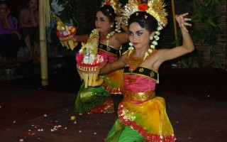 Little Balinese Dancers