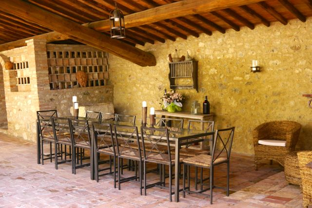 dining area at Villa Tuscany